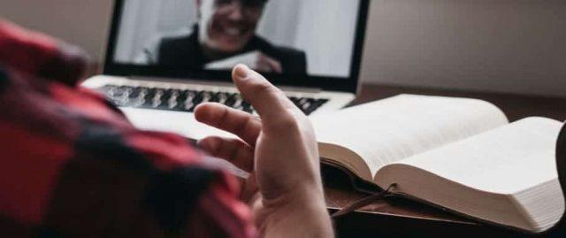 So nehmen Sie einen Videoanruf auf/mit Zoom, Skype, Hangouts oder einfach mit Ihrem Computer auf